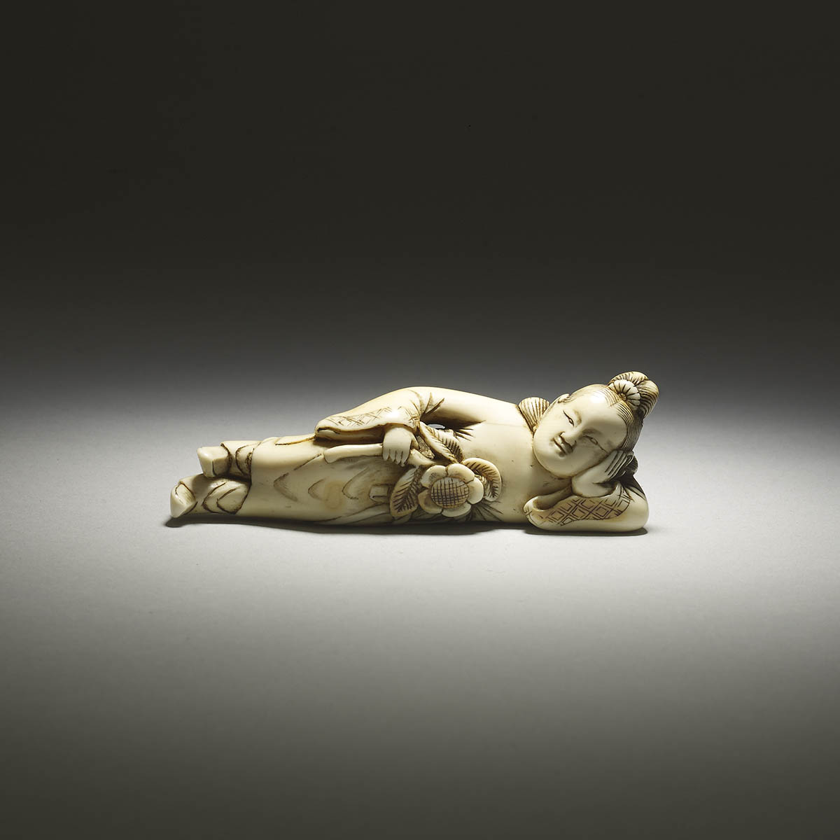 Ivory netsuke of a reclining Chinese woman, MR2493_v1