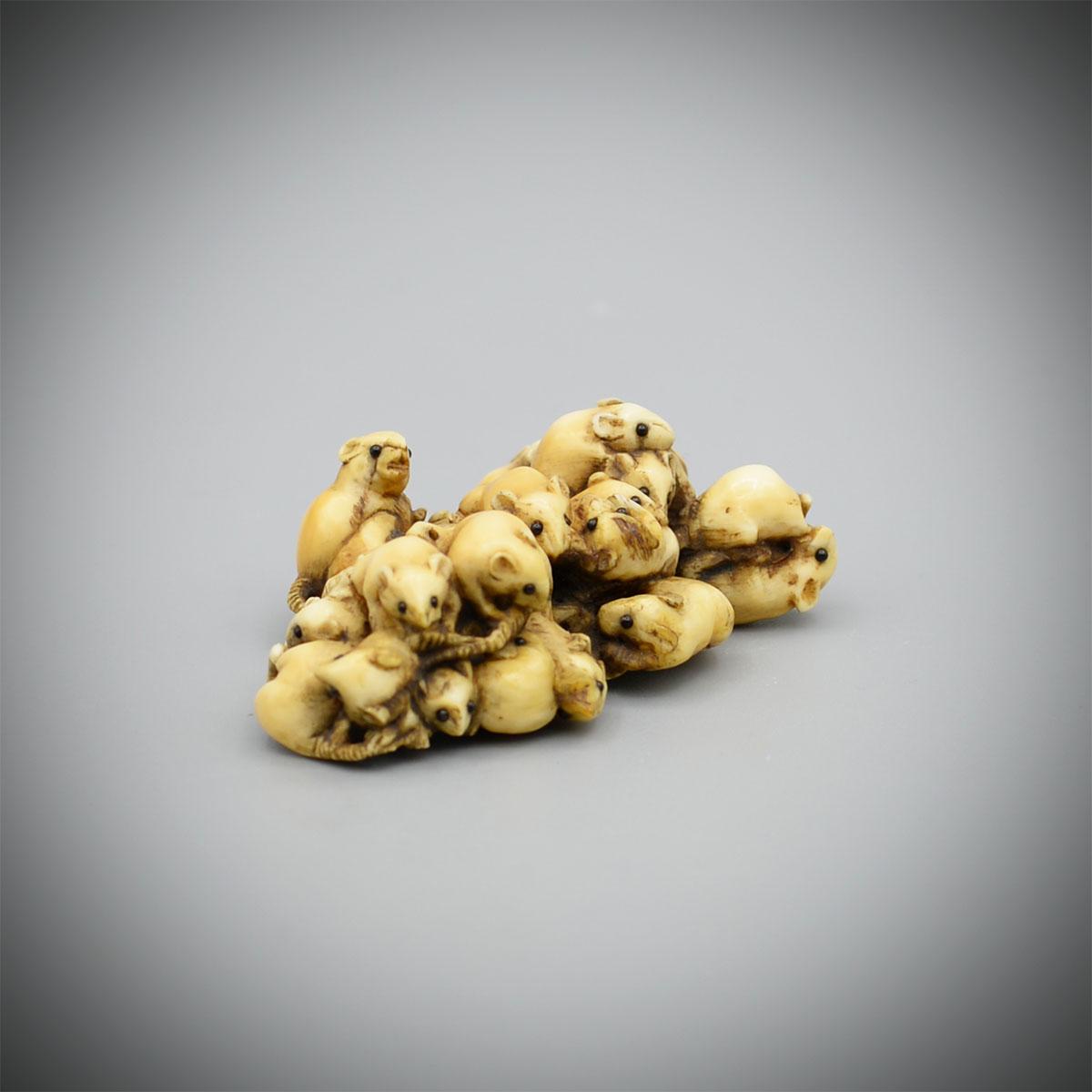 Masamitsu ivory netsuke of mice MR3231